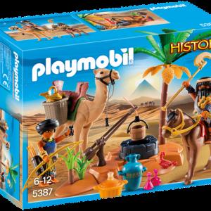 Pilleurs égyptiens avec trésor