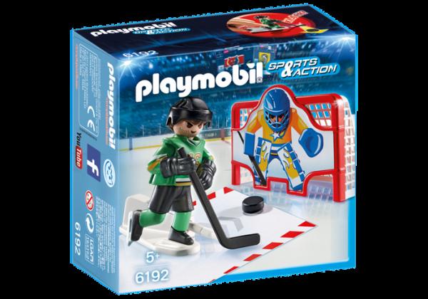 Joueur de hockey avec cage d'entraînement