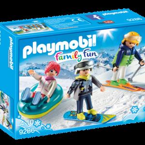 Vacanciers aux sports d'hiver