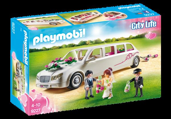 Limousine avec couple de mariés