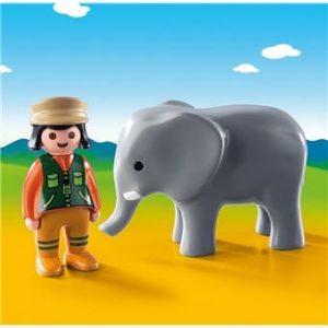 Soigneuse avec éléphanteau