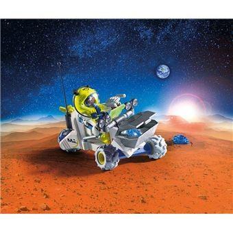 Spationaute avec véhicule d'exploration spatiale